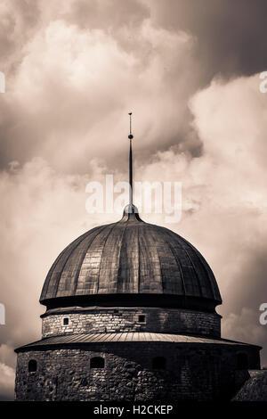 Y la cúpula de la torre del castillo de Vadstena, un hito histórico en Ostergotland, Suecia. Imagen De Stock