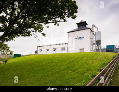 Vista de la Destilería Kilchoman granja en la isla de Islay en Inner Hebrides de Escocia, Reino Unido Imagen De Stock