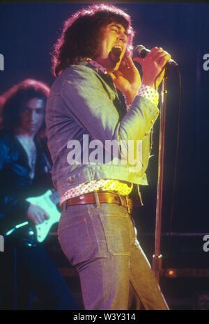 LONG BEACH, CA - 15 de abril: músico/cantante Ian Gillan de Deep Purple en conciertos en Long Beach Arena el 15 de abril de 1973 en Long Beach, California. Imagen De Stock
