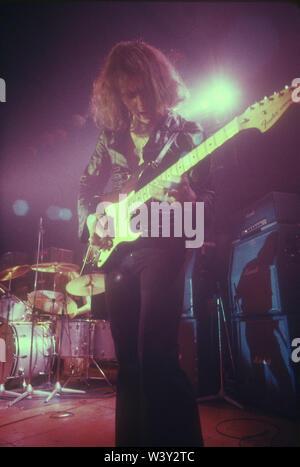 LONG BEACH, CA - 15 de abril: músico Ritchie Blackmore de Deep Purple en conciertos en Long Beach Arena el 15 de abril de 1973 en Long Beach, California. Imagen De Stock