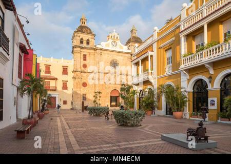 La Plaza de San Pedro Claver, el casco antiguo de la ciudad, Cartagena de Indias, Colombia Imagen De Stock