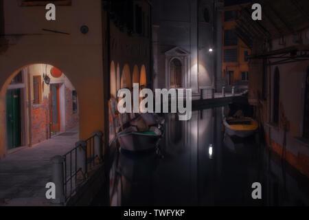 164 rutas veneciano (Sotoportego Colonete de león), Venecia, Véneto, Italia Imagen De Stock