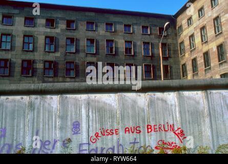 El muro visto desde Berlin-oeste, 1984. Imagen De Stock