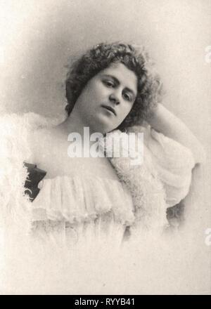 Retrato fotográfico de Delna desde la colección Félix Potin, de principios del siglo XX. Imagen De Stock