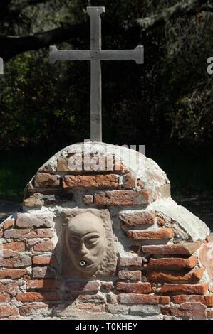 Lavanderia (lavandería) fuente construida por el Chumash en La Purísima misión cerca de Lompoc CA. Fotografía Digital. Imagen De Stock
