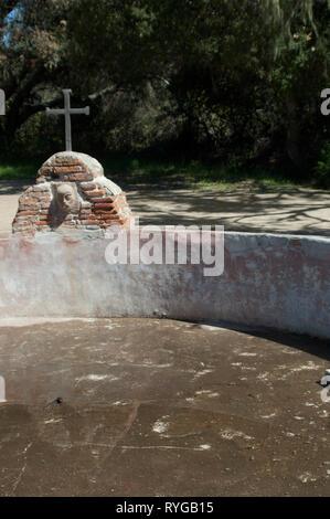 Lavanderia (lavandería) construido por el Chumash en La Purísima misión cerca de Lompoc CA. Fotografía Digital. Imagen De Stock