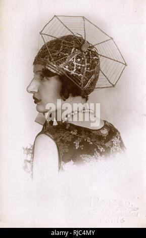 Impresionante retrato - Chic chica francesa en tela de araña Cap - véase también: 10137800 Imagen De Stock