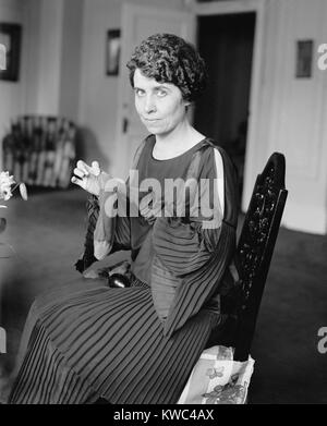 La Primera Dama Grace Coolidge zurcir calcetines el 6 de agosto de 1923. Fue cuatro días después de la Imagen De Stock
