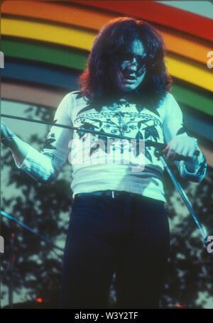 ONTARIO, CA - 06 de abril: el cantante Ian Gillan de Deep Purple en conciertos en California Jam Abril 6, 1974 en el Ontario Motor Speedway en Ontario, California. Imagen De Stock