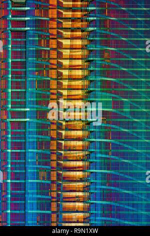 Fachada psicodélico estructura de rascacielos. Imagen De Stock
