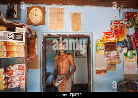 Tienda local en aldea cerca de UNAWATUNA Imagen De Stock