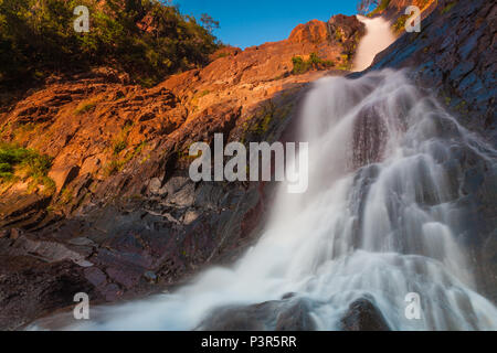 A principios de diciembre en la mañana en las Cascadas de Ola cascadas, provincia de Coclé, República de Panamá. Imagen De Stock
