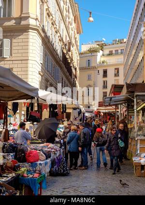 Mercado en Via Cesare Balbo, Roma, Italia Imagen De Stock