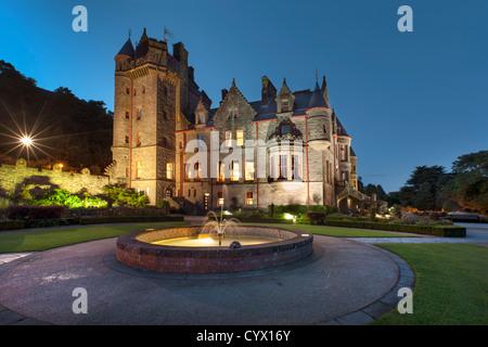 Captura nocturna del castillo de Belfast, Irlanda del Norte. Imagen De Stock