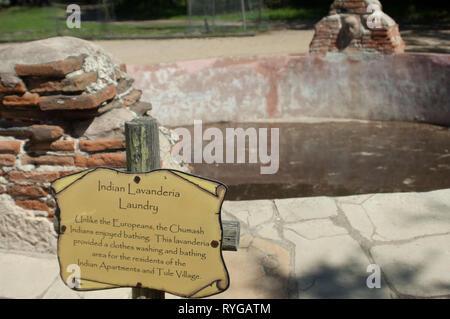Lavanderia piscina (lavandería) utilizado por el Chumash en La Purísima misión cerca de Lompoc CA. Fotografía Digital. Imagen De Stock