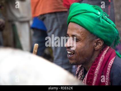 Harari clérigo islámico durante una celebración sufi, Región Harari, Harar, Etiopía Imagen De Stock