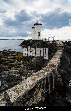 Port Ellen Faro (Lighthouse) Fhada Carraig de Islay en el interior de islas Hébridas, Escocia, Reino Unido Imagen De Stock