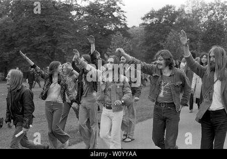 Los estilos de cabello largo para hombres, moda, estilo moderno, de la década de 1970 London UK HOMER SYKES Imagen De Stock