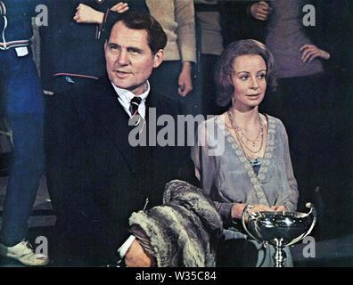 El mercenario 1973 Columbia Pictures Film con Sarah millas y Robert Shaw Imagen De Stock