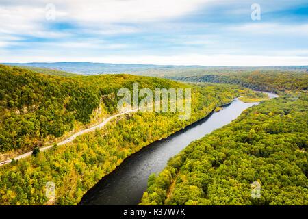 Antena drone disparo superior del río Delaware. Imagen De Stock