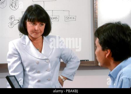Ejecutivo femenino hablando seriamente a los empleados varones © Myrleen Pearson ...Cate Ferguson Imagen De Stock