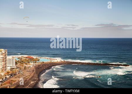 Parapente en playa, Tenerife, Islas Canarias, España Imagen De Stock