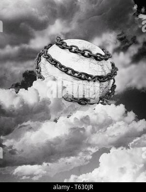 1930 ilustración simbólica de la tierra envuelta en cadenas rodeado por nubes - S001 HARS REPRESENTACIÓN HAR3940 Imagen De Stock
