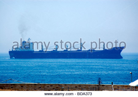 Un GENERAL CARGOSHIP en Rodas, Grecia Imagen De Stock