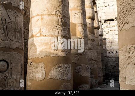 Cerca de las columnas, el Templo de Luxor, Luxor, Egipto Imagen De Stock
