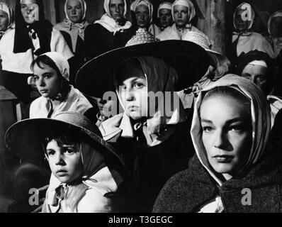 Les Sorcieres de Salem Año: 1957 - Francia Chantal Gozzi , Mylene Demongeot, Simone Signoret Director: Raymond Rouleau Imagen De Stock
