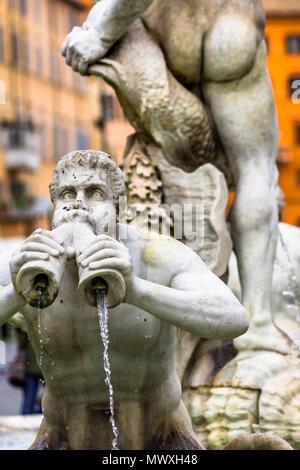 Fontana del Moro fuente situada en el extremo meridional de la Piazza Navona en Roma, Lazio, Italia, Europa Imagen De Stock