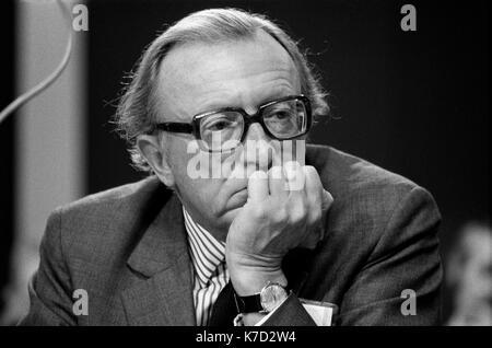 Lord Carrington, retrato, Peter Carington MP 1970 Conferencia del Partido Conservador Blackpool jardines de invierno 1973 UK HOMER SYKES Imagen De Stock