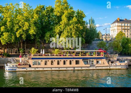 Francia, Paris, área listados como Patrimonio Mundial por la UNESCO, las orillas del Sena, muelle Henri IV, la barcaza restaurante Imagen De Stock