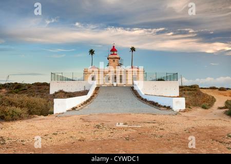 Faro Lagos capturaron al amanecer, Portugal. Imagen De Stock