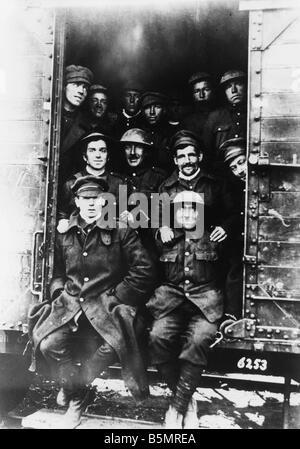 9 1917 11 20 A2 19 E INGLÉS POW transportado 1917 Primera Guerra Mundial 1914 18 Western Front Tank batalla Imagen De Stock