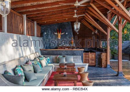 Solarium con bar. Jalakara Villa Hotel, Islas Andamán y Nicoar, India. Arquitecto: Ajith Andagere, 2016. Imagen De Stock