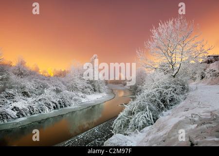 Río Lagan en temperaturas inferiores a cero grados. Imagen De Stock