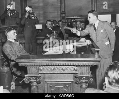 La gobernadora. Eugene Talmadge (izquierda) a una audiencia de clemencia para los seis East Point Ku Klux Klansmen. Imagen De Stock