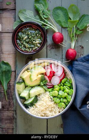 Tazón de Buda con bulgur y verduras Imagen De Stock