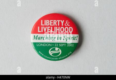 La libertad y el sustento marchando en espíritu paisaje distintivo botón Alianza Uk 2002 Homero SYKES Imagen De Stock