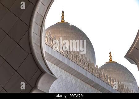 Cierre exterior de la foto de la mezquita de Sheikh Zayed, con bella arquitectura Imagen De Stock