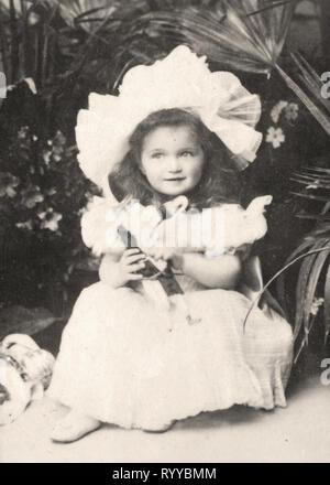 Retrato fotográfico de Olga Grande Duchesse De Russie de colección Félix Potin, de principios del siglo XX. Imagen De Stock
