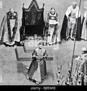 La coronación de la reina Isabel II del Reino Unido, tuvo lugar el 2 de junio de 1953 en la Abadía de Westminster, Londres. Imagen De Stock