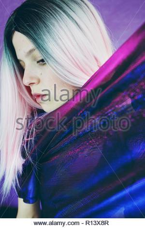 Close-up retrato de una joven y bella mujer Imagen De Stock
