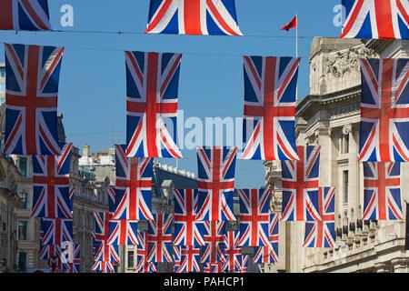 Banderas sindicales en Regent's Street, Londres, Inglaterra Imagen De Stock