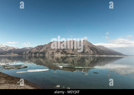 Todavía Mountain Lake Imagen De Stock