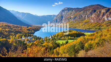 Lago de Bohinj, el Parque Nacional de Triglav, Alpes Julianos, Eslovenia Imagen De Stock