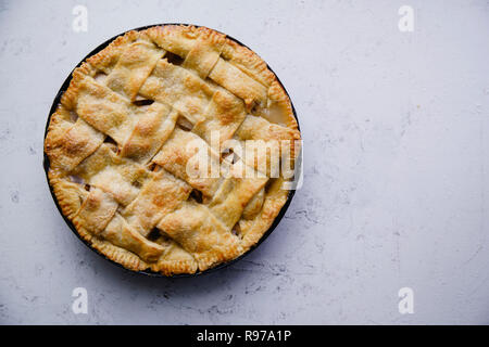 Tarta de manzana con decoración de celosía Imagen De Stock