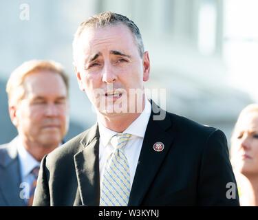 """Representante estadounidense Brian Fitzpatrick (R-PA) abogar por la aprobación de la """"Prevención de la Crueldad contra los animales y la Ley de la tortura"""" o """"pacto"""" en el Capitolio en Washington, DC. Imagen De Stock"""