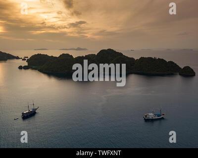 Raja Ampat al atardecer, Papua Occidental, Indonesia Imagen De Stock